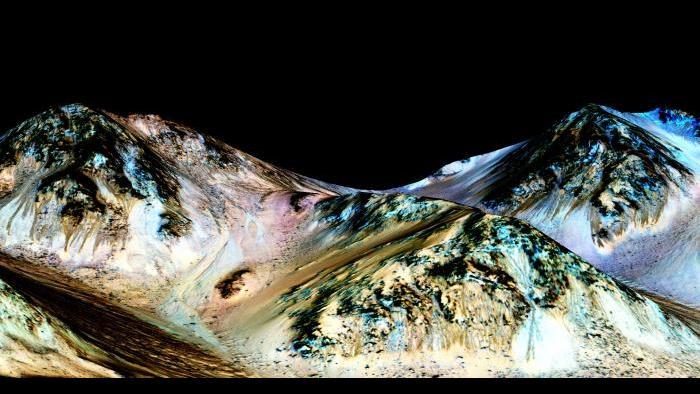 RSL at Hale Crater. Photo by NASA/JPL-Caltech/University of Arizona
