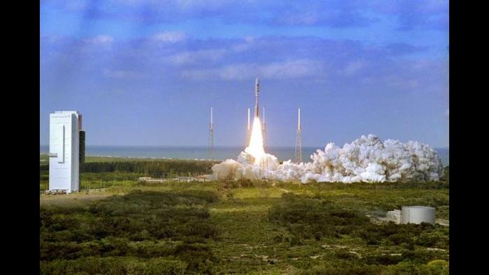 NASA's New Horizons spacecraft roars into the sky aboard an Atlas V rocket at the Kennedy Space Center on Jan. 19, 2006. (Courtesy of NASA)