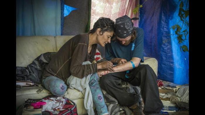 Rhonda injecting Dan (Lloyd DeGrane Photography)