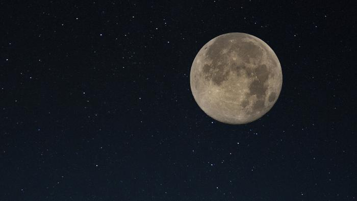 The supermoon on Nov. 14 will be the closest full moon to Earth since 1948. (Dave Doe / Flickr)