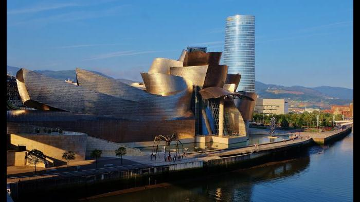 The finished Guggenheim Museum in Bilbao, Spain. (Thierry Llansades / Flickr)