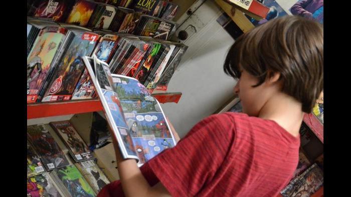 West Rogers Park resident Julian Kane looks at a Spiderman comic book. (Photo/Kristen Thometz)