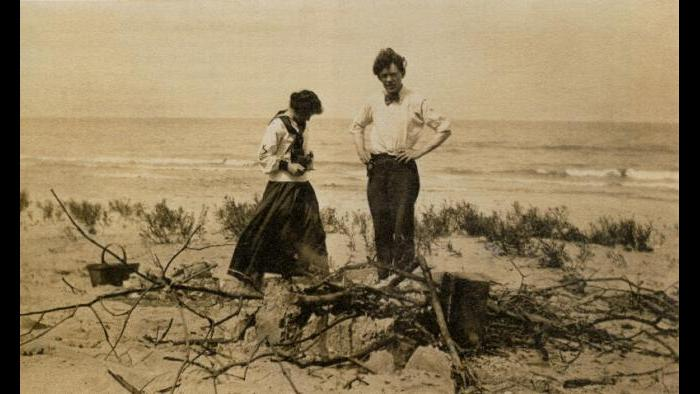 Maida Lewis and Frank Dudley, Indiana Dunes, ca. 1912