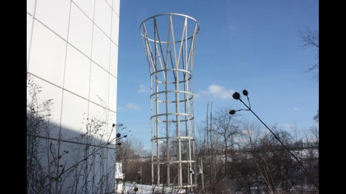 Outdoor column designed by Stanley Tigerman (Chloe Riley)