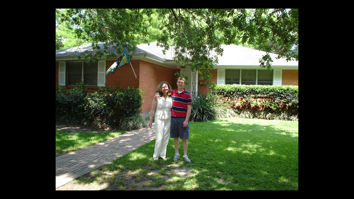 David Kaplinsky (right) with his mother in front of their New Orleans home before Hurricane Katrina.