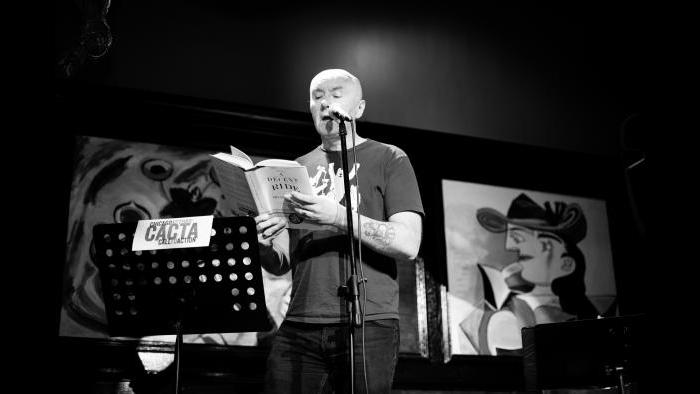 "Irving Welsh reads from his book, ""A Decent Ride,"" at Chicago Actors' Call to Action's March event. (Nohemi Moran)"