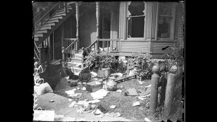 A home destroyed by the riots. (Courtesy Chicago History Museum)