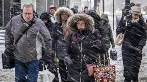 Morning commuters face a tough slog on Wacker Drive in Chicago, Monday, Jan. 28, 2019. (Rich Hein / Chicago Sun-Times via AP)