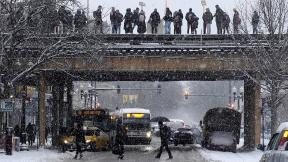 Commuters wait for a train as snow falls Monday, Jan. 28, 2019, in Chicago. (AP Photo / Kiichiro Sato)
