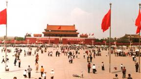 A May 1988 photo of Tiananmen Square in Beijing, China. (Derzsi Elekes Andor / Wikimedia Commons)